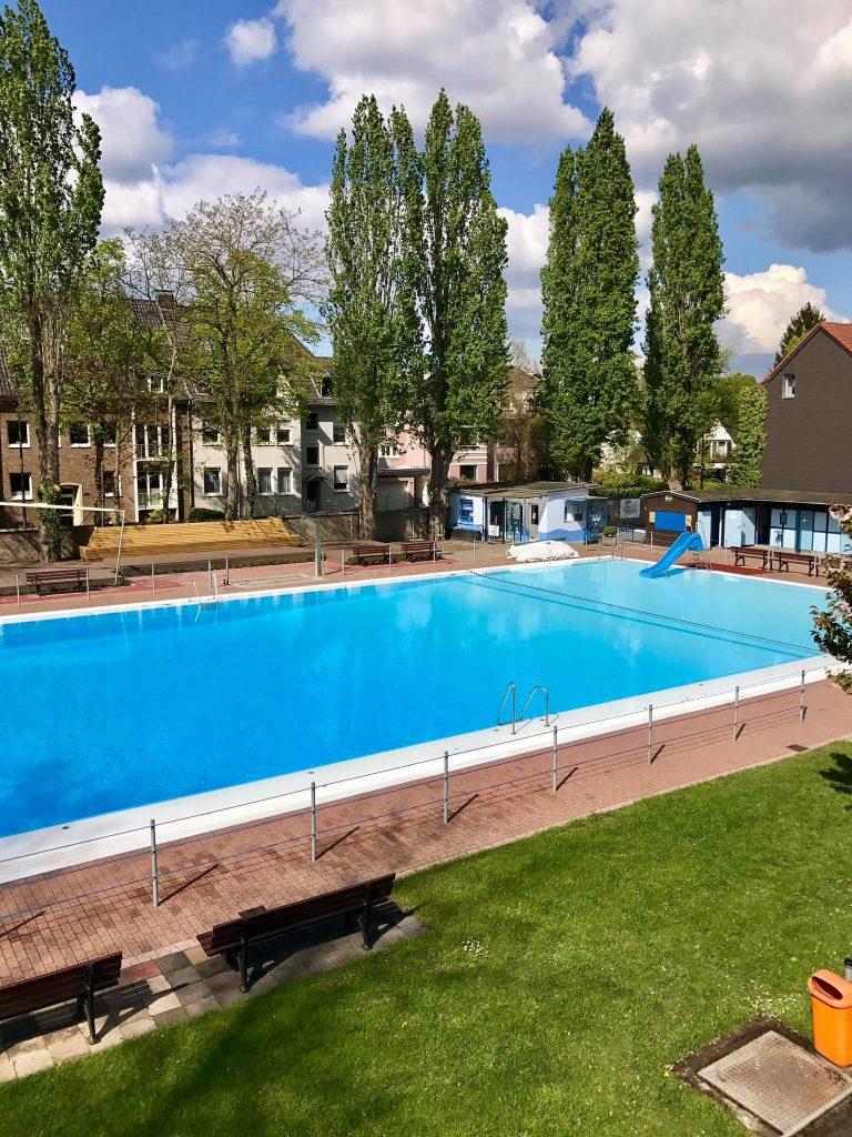Freibad kaiserswerth flossen weg e v schwimmbad for Schwimmbad mulheim an der ruhr