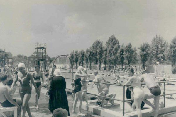 Schwimmbad um 1950 1