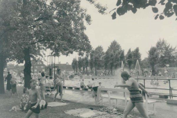 Schwimmbad um 1950 2