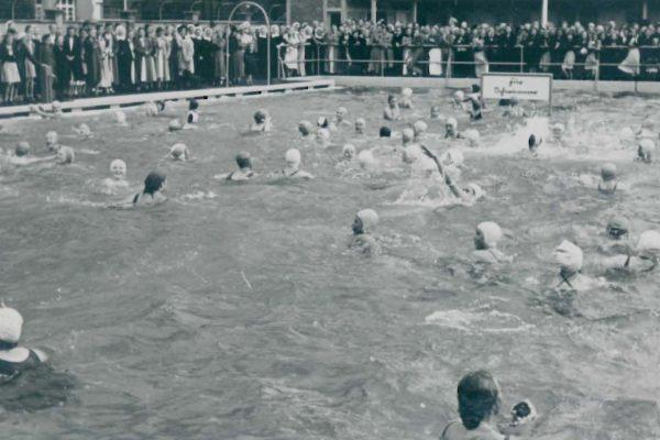 Schwimmbad um 1950 4
